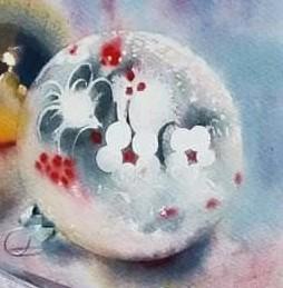 gedecoreerde kerstbal mett rode en witte accenten
